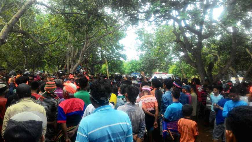 ratusan warga menyambut jenasah salah tembak