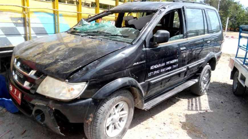 Mobil Dinas DPRD Sumba Timur Kecelakaan