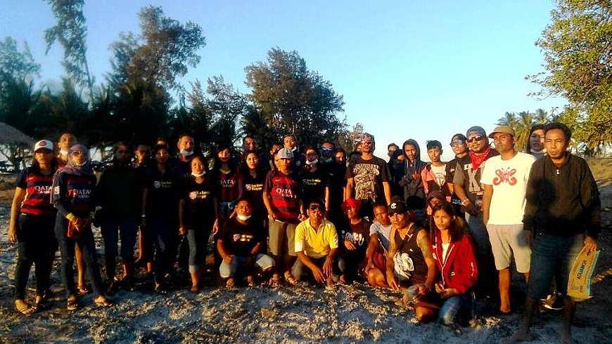 Empat Komunitas Aksi Bersih Pantai Walakiri