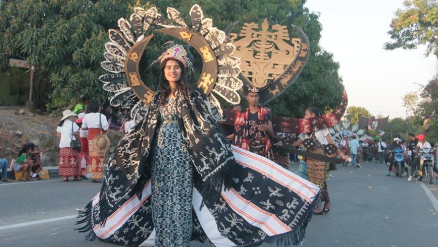 Karnaval Tenun Ikat