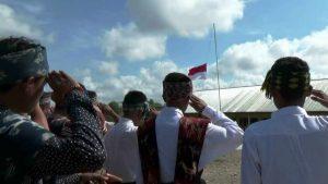 Berpakaian busana saat upacara bendera