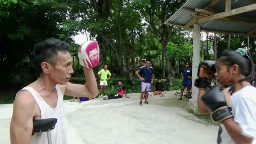 Pelatih Tinju Yonard Piter Diki Dao