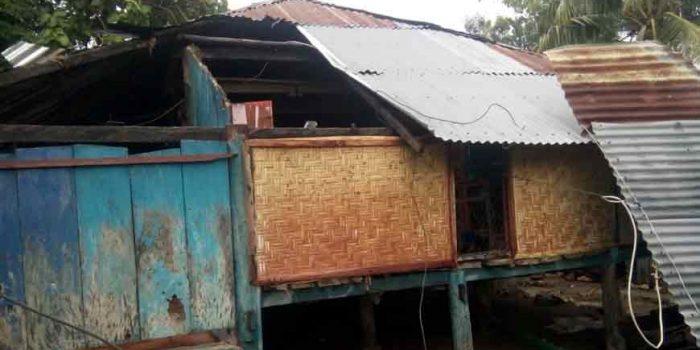 Atap Rumah Hancur