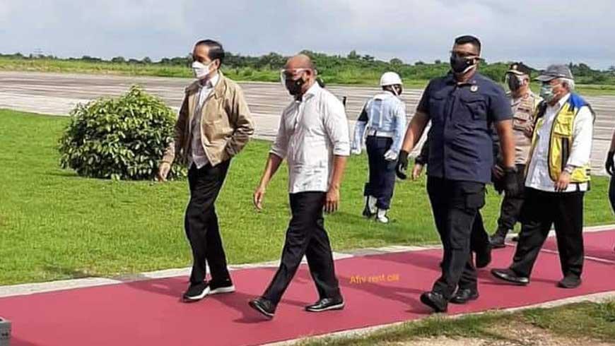 Jokowi Tiba di Bandara Tambolaka