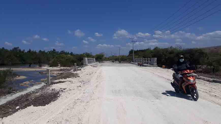 Jembatan di Ruas Jalan Maudolung